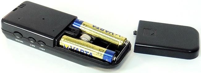 Процесс замены батареек в алкотестере SITITEK Pro2 не покажется сложным тем, кто проделывал это с телевизионным пультом ДУ